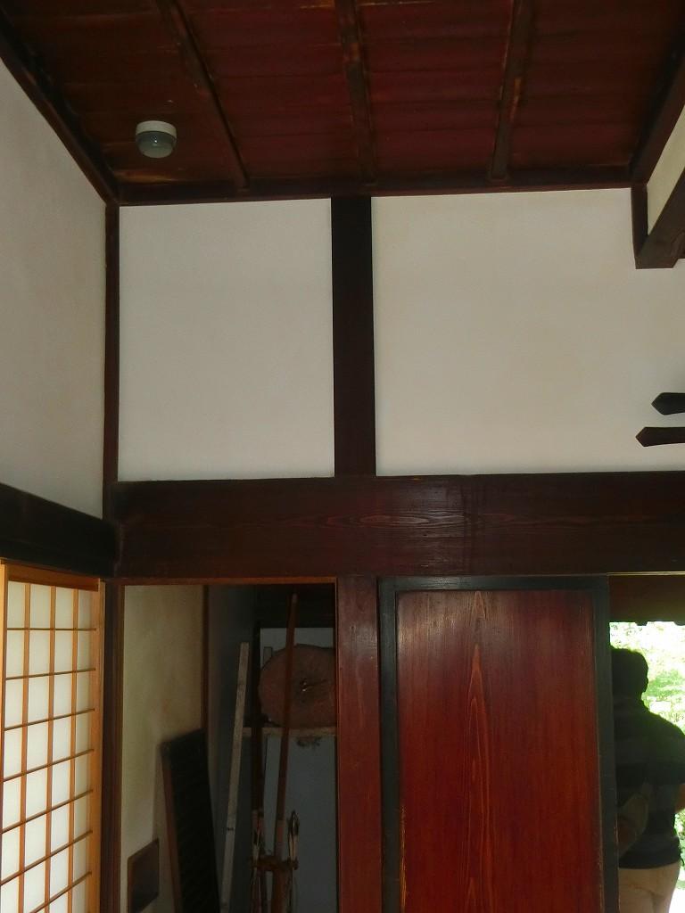 雨の日にも弓の訓練ができる高い天井。