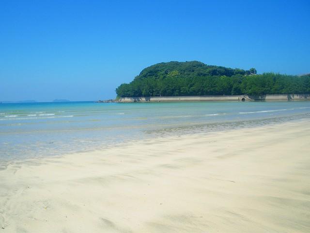 砂浜はまるでプライベートビーチのようです。