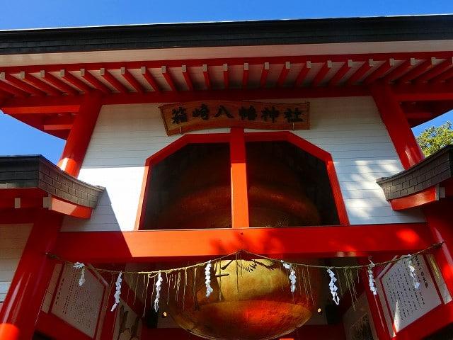 箱崎八幡の神門には鈴があります。