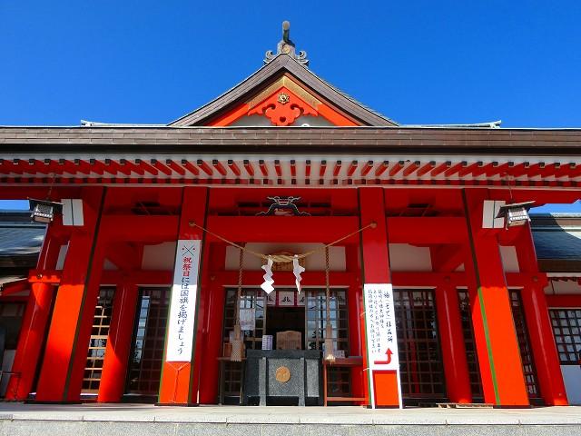 箱崎八幡神社の拝殿にて参拝しました。