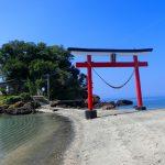 荒平天神は砂浜の鳥居が印象的です。