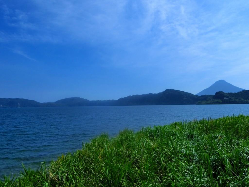 池田湖の上を気持ちの良い風が流れます。