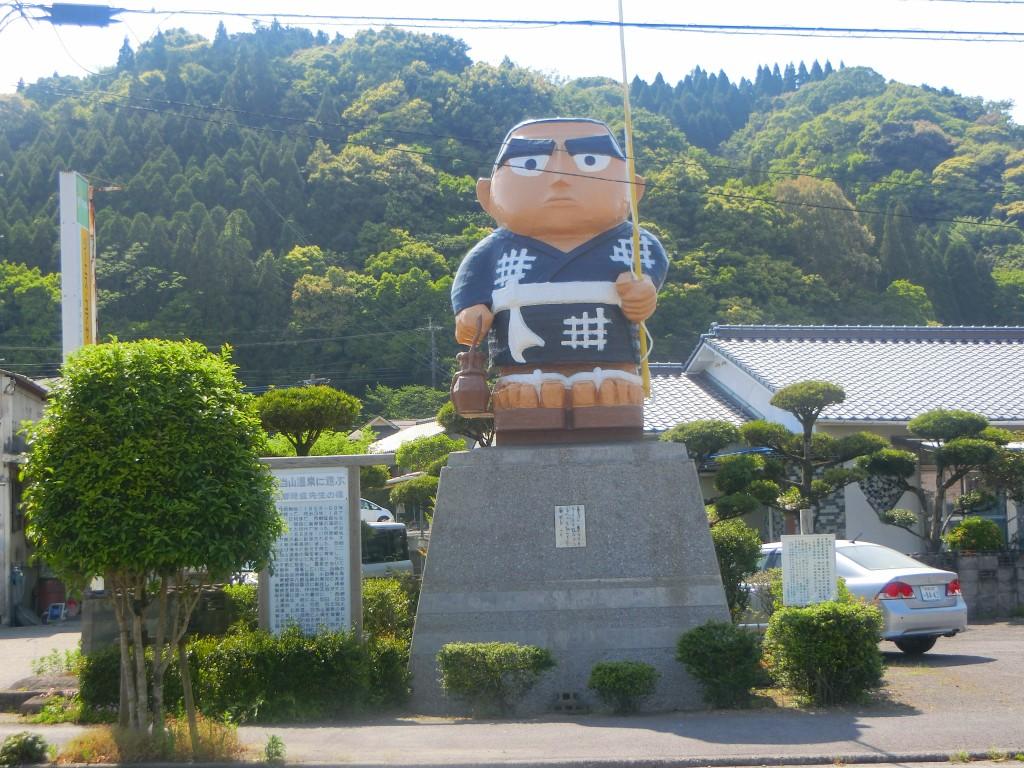日当山温泉のシンボル、西郷どんです。