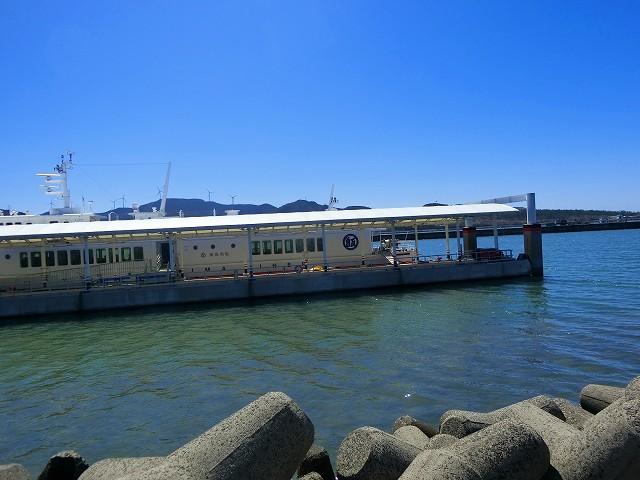 川内港ターミナルの甑島行きの高速船