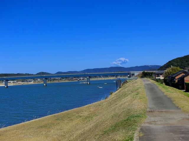 江之口橋の隣りには川内川が流れます。