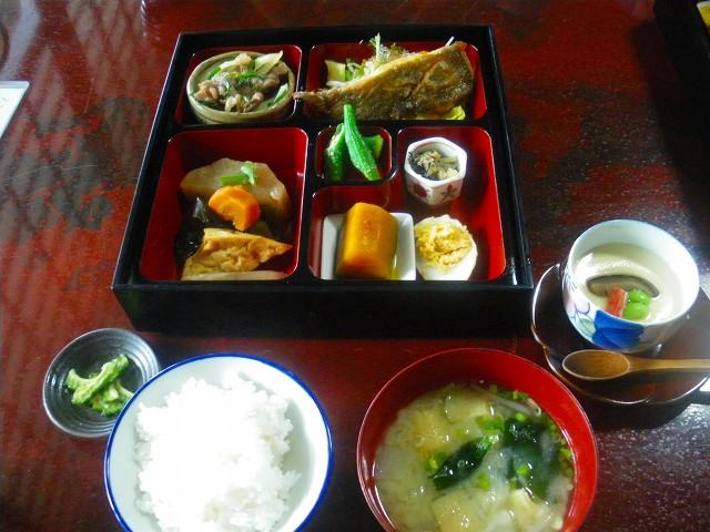 けっこう豪華なゆるりの松花堂定食です。