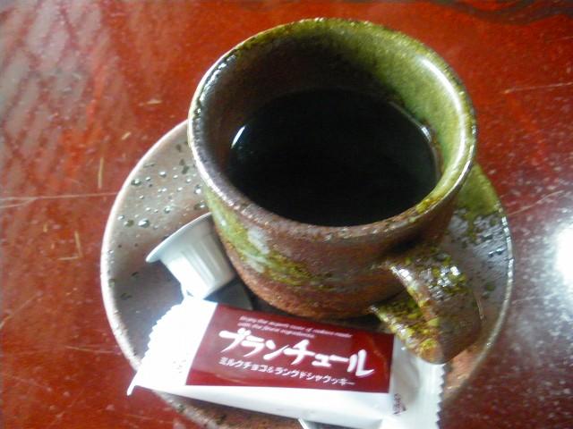 味のあるコーヒーカップで頂きました。