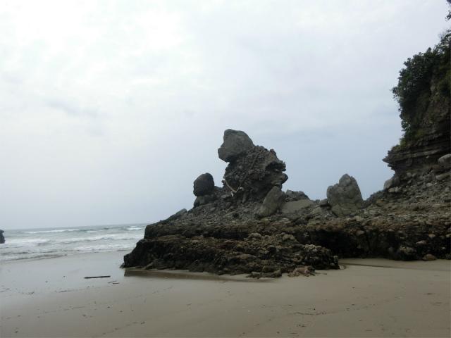 やがて人形岩が見えてきました。