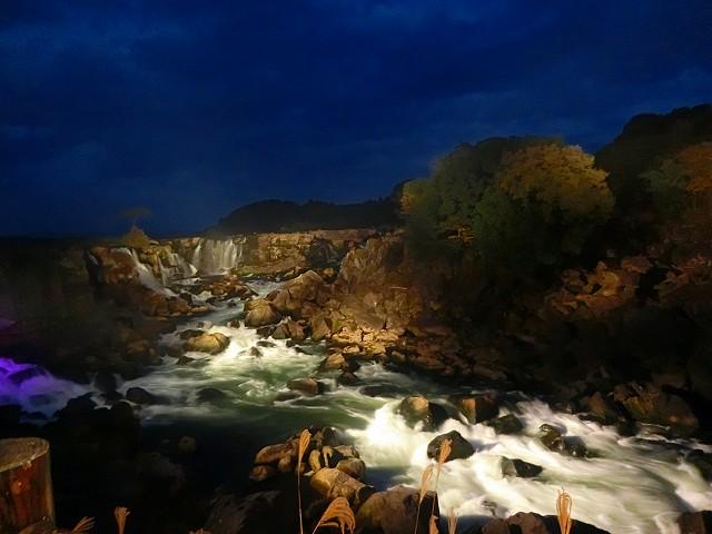 夜の曽木の滝はこんなになりました。
