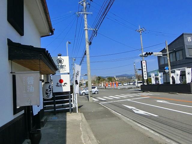 サクラカネヨ直売所は国道3号線沿いです。