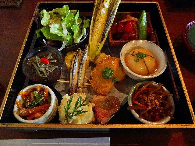 東風御膳はまるで宝石箱のようです。