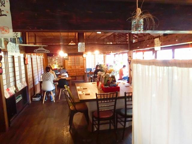 古民家食堂東風の店内です。