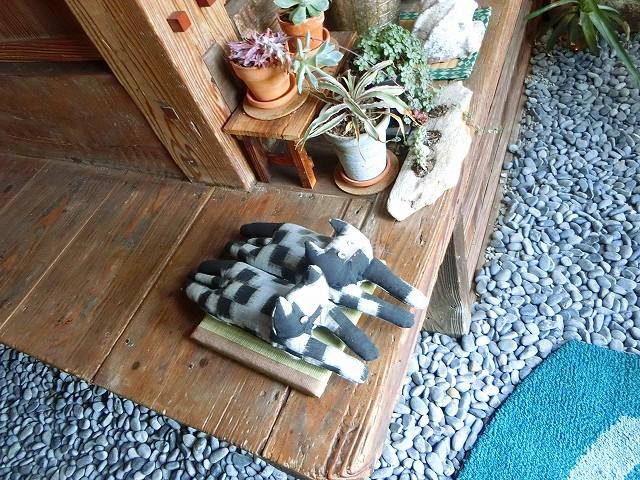 古民家食堂東風の可愛い猫がお見送りです。