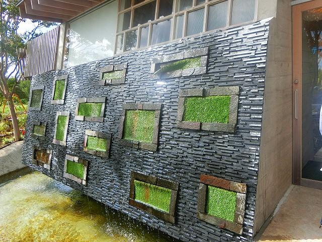 農園テラスカフェ空の壁には水が流れます。