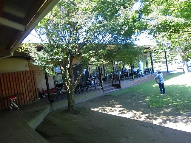 ハム・ソーセージ&レストラン工房ふくどめ小牧場は自然の中。