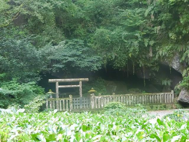 吾平山上陵は岩屋にある陵墓なのです。