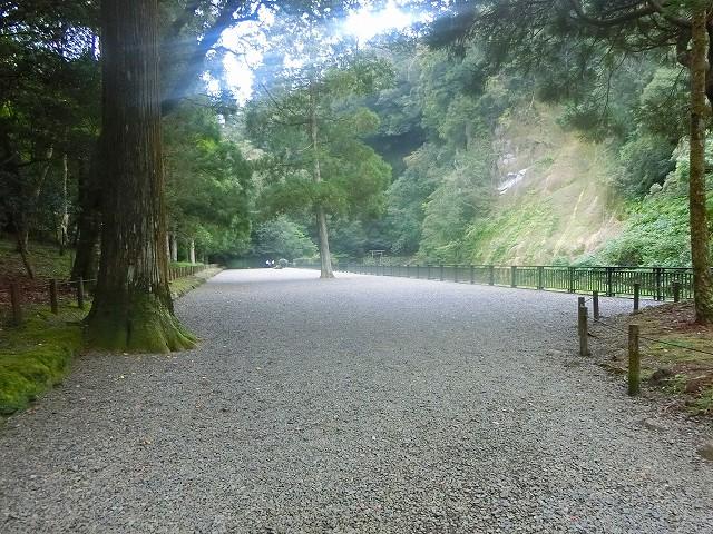 陵墓に近づくと参道が広くなりました。