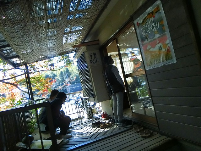 申し訳程度の田中ギター工房の入口です。