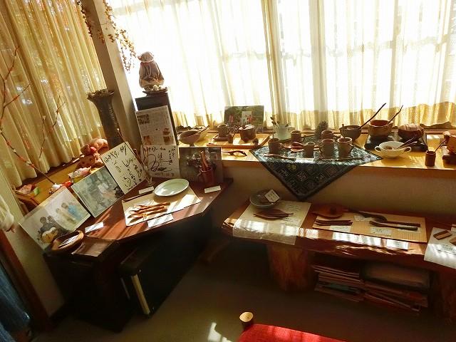 木の食器などの小物も展示販売されています。