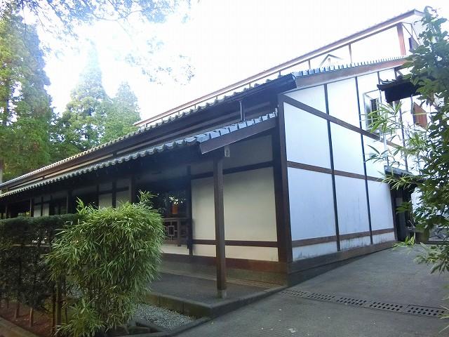 沈壽官窯の工房はガラス窓から見学ができますよ。