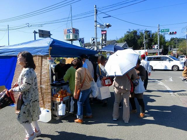 青空美山市場が開催されていました。