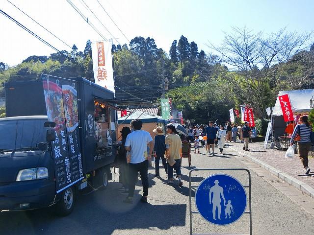 奄美名物鶏飯(けいはん)のフードトラック。