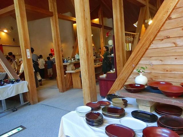 美山の窯元作品が展示販売されています。