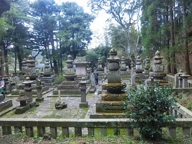 永吉島津氏の歴代領主のお墓。