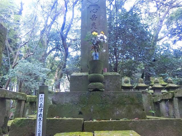 島津歳久公のお墓に手を合わせました。