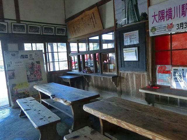 大隅横川駅の待合室も昔のままです。