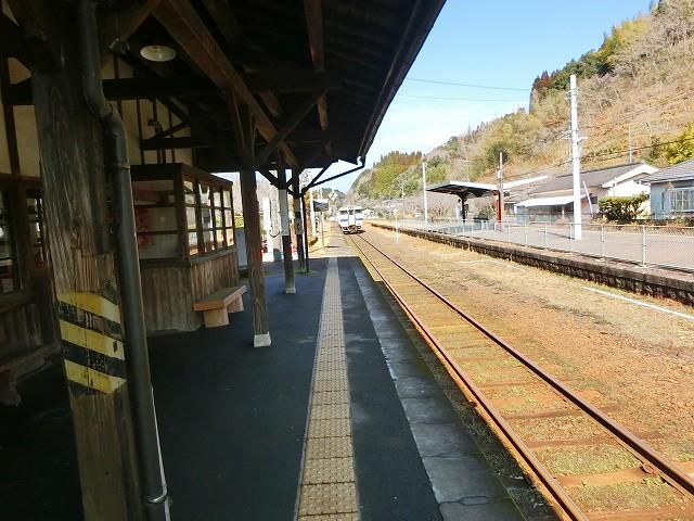 大隅横川駅は歴史を感じる駅舎でした。