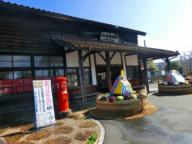 レトロな大隅横川駅と赤い郵便ポスト