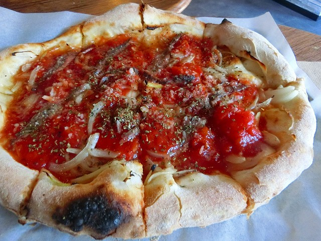 横川のガンビーノ・ピッザリアでピザ。
