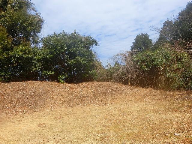 横川城の土塁は高くて立派でした。