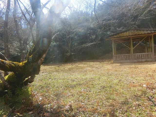 横川城主郭跡には東屋が作られています。