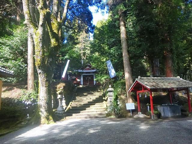 安良神社の手水舎です。