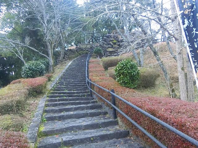 松尾城跡は整備されて公園のようです。