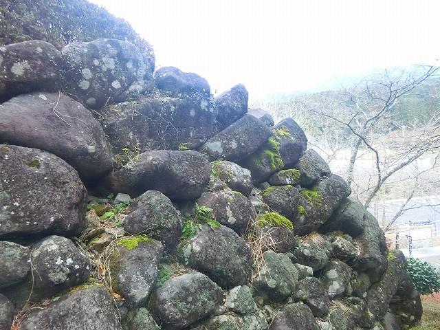 石垣を築かせた当時に思いを馳せます。