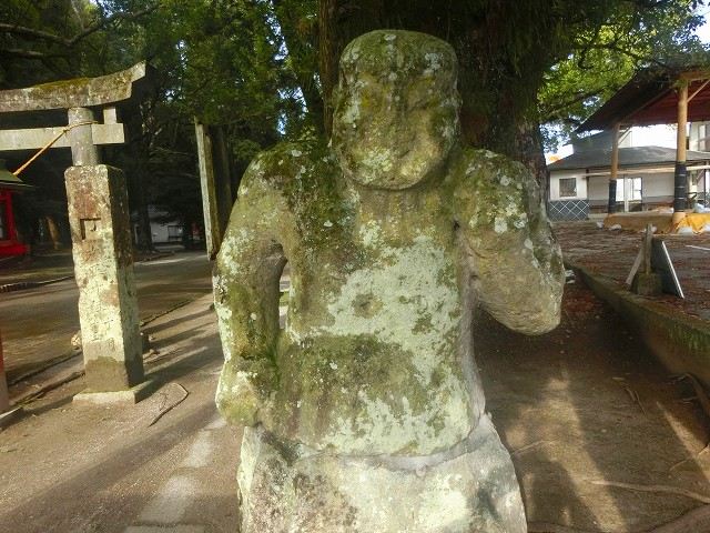 梅中寺を守護する金剛力士像でした。