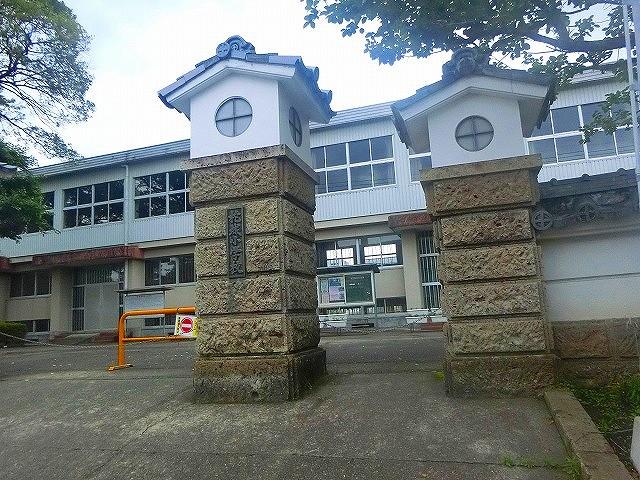 柁城小学校も加治木島津家屋形の敷地でした。