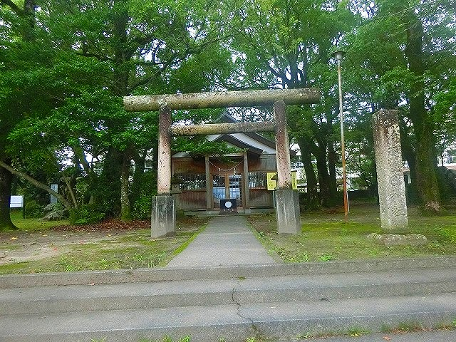 義弘公の居館跡は護国神社が建っています。