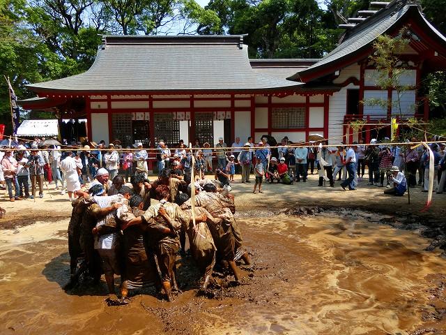 日置八幡神社でせっぺとべを奉納します。</span>