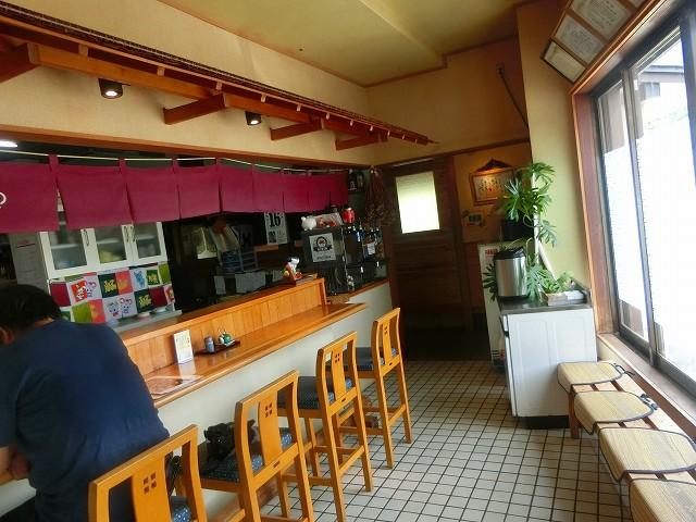 山和さんに入るとすぐにカウンタ―。