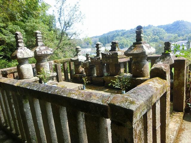 薩州島津家の墓は小高い丘の上。