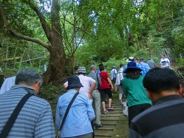 グランドマスターの方々と山田昌厳のお墓に向かいます。