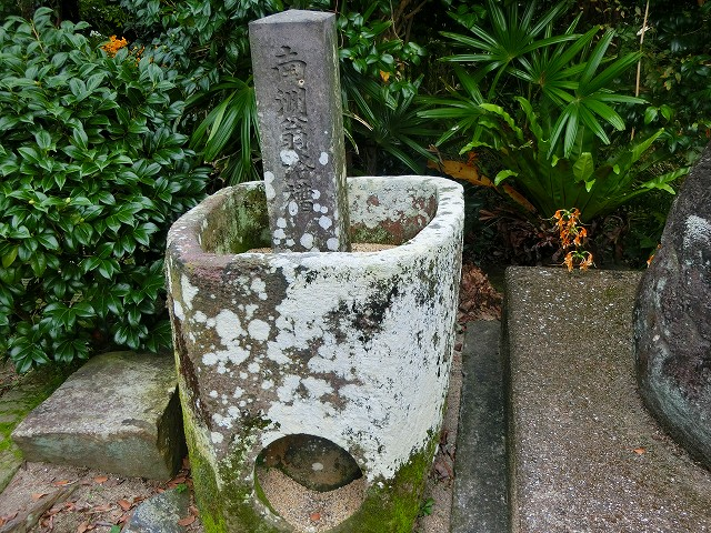 石風呂は西郷さんの身体には小さいかも。