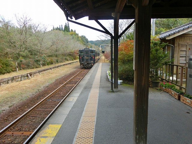 新幹線に接続する観光列車のはやとの風