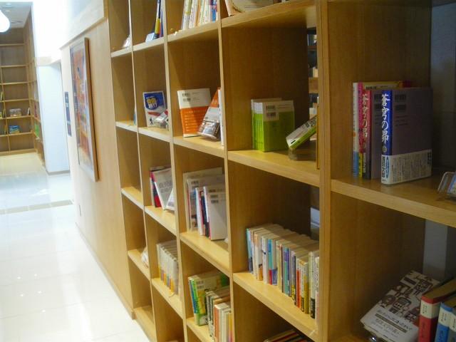 阿久根駅は本も気軽に読めて楽しいのです。