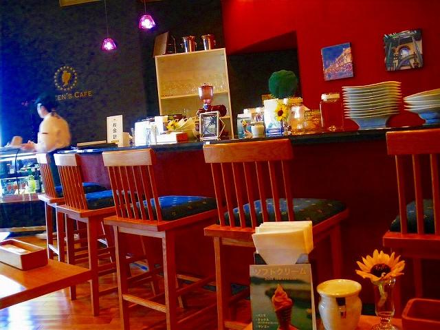 クイーンズカフェではランチも。