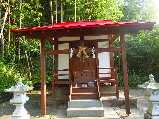 高台には湯之元の温泉神社がありました。